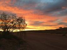 Vermelho ajustado do sol pedy de Coober Fotos de Stock Royalty Free