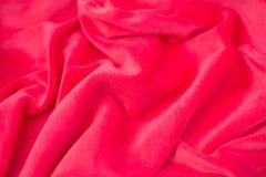 Vermelho amarrotado de seda da tela Vista de acima foto de stock