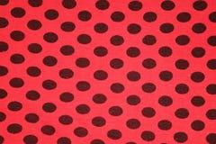Vermelho com textura de matéria têxtil dos pontos pretos Imagens de Stock Royalty Free