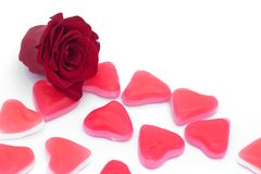 Vermelho cor-de-rosa e corações Fotografia de Stock