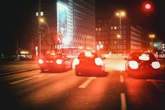 Vermelho da exposição de tempo do borrão de Hamburgo da cidade das corridas de carros foto de stock royalty free
