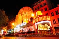 Vermelho de Moulin em Noite Foto de Stock Royalty Free