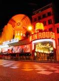 Vermelho de Moulin em Noite Imagem de Stock