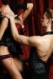 Vermelho do moulin do dançarino dos pares Fotografia de Stock Royalty Free