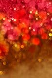 Vermelho do Natal e fundo das luzes do ouro Imagens de Stock Royalty Free