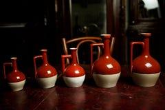 Vermelho e branco cerâmicos dos utensílios de mesa Imagens de Stock