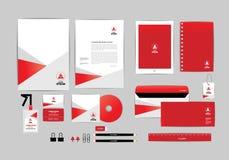 Vermelho e branco com molde da identidade corporativa do triângulo para seu negócio B Imagens de Stock