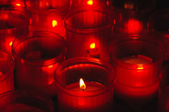 Vermelho e incêndio votive Fotografia de Stock Royalty Free