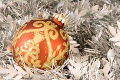 Vermelho e ornamento do Natal do ouro Fotografia de Stock Royalty Free