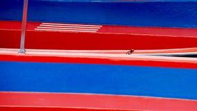 Vermelho e paredes pintadas azul da placa Foto de Stock