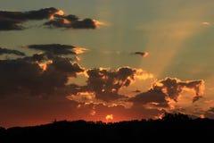 Vermelho e por do sol do ouro Foto de Stock