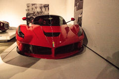 Vermelho Ferrari 2014 Laferrari fotografia de stock royalty free