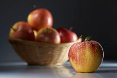 Vermelho - maçãs deliciosas foto de stock