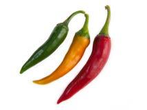 Vermelho, pimentos amarelos do verde isolados no branco Fotos de Stock
