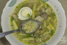 Vermiceller i soppa royaltyfri foto