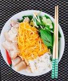 Vermicelli ρυζιού με τα ζυμωνομμένα ψάρια Στοκ Εικόνες