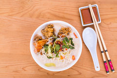 Ρυζιού τηγανισμένη vermicelli σούπα νουντλς ψαριών επικεφαλής, λιχουδιά σε Malays Στοκ φωτογραφία με δικαίωμα ελεύθερης χρήσης