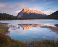 Vermillion ηλιοβασίλεμα λιμνών σε Banff Καναδάς Στοκ Φωτογραφίες