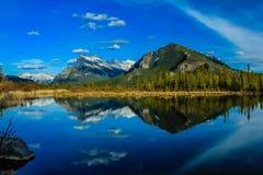 Vermillion λίμνες, εθνικό πάρκο Banff, Αλμπέρτα, Καναδάς Στοκ φωτογραφία με δικαίωμα ελεύθερης χρήσης