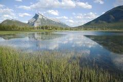 vermillion lakes Royaltyfria Foton
