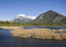 Vermillion Seen und Montierung Rundle Lizenzfreie Stockbilder