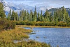 Vermillion sjö och Randle Mountain Royaltyfri Foto