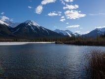 Vermillion sjöar i den Banff nationalparken, Alberta, Kanada Royaltyfri Fotografi