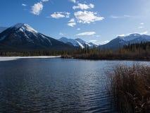 Vermillion sjöar i den Banff nationalparken, Alberta, Kanada Royaltyfria Foton