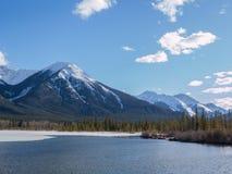 Vermillion sjöar i den Banff nationalparken, Alberta, Kanada Royaltyfria Bilder
