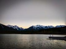 Vermillion sjöar i den Banff nationalparken på solnedgången, Alberta, Kanada Arkivbild