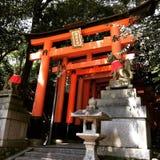 Vermilon-torii Tor in Japan Lizenzfreie Stockbilder