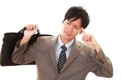 Vermoeide Aziatische zakenman royalty-vrije stock foto