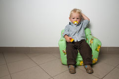 Vermoeide babyjongen Royalty-vrije Stock Afbeeldingen