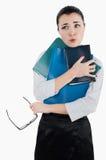 Vermoeide bedrijfsvrouw met omslagen en glazen voor visie in haar Royalty-vrije Stock Afbeelding
