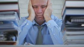 Vermoeide Businessperson Nap Image In Office Room royalty-vrije stock afbeelding
