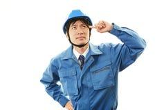 Vermoeide en beklemtoonde Aziatische arbeider royalty-vrije stock foto