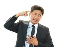Vermoeide en beklemtoonde Aziatische zakenman stock fotografie