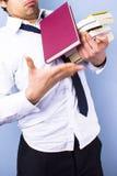 Vermoeide het bedrijfsstudent dalen boeken Stock Foto's