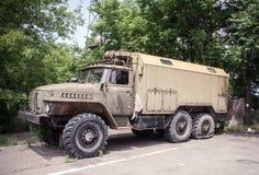 Vermomde militaire vrachtwagen Royalty-vrije Stock Foto's