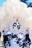 Vermomde vrouw in Carnaval van Venetië Stock Foto's