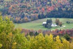 Vermont-Bauernhof und Laub Lizenzfreie Stockfotografie
