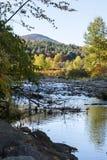 Vermont-Fluss am Herbst Lizenzfreies Stockfoto