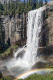 Vernal ουράνιο τόξο πτώσεων - εθνικό πάρκο Yosemite, Καλιφόρνια, ΗΠΑ Στοκ Φωτογραφία
