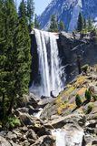 Vernal πτώσεις, εθνικό πάρκο Yosemite, Καλιφόρνια, ΗΠΑ Στοκ φωτογραφία με δικαίωμα ελεύθερης χρήσης