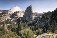 Vernal nedgång Yosemite NP royaltyfria foton