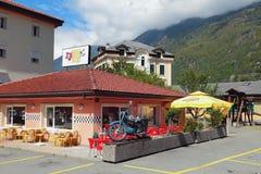 Vernayaz, Martigny,瑞士- 08, 2017年:`乔酒吧队`咖啡馆酒吧 库存照片