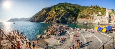 Vernazza, Cinque Terre。 意大利: 港口 库存照片