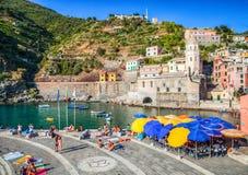 Vernazza, Cinque Terre,意大利: 边路咖啡馆 免版税图库摄影