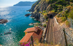 Vernazza, Cinque Terre,意大利-铁路线 库存照片