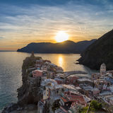 Vernazza au coucher du soleil, Cinque Terre, Italie Photo libre de droits